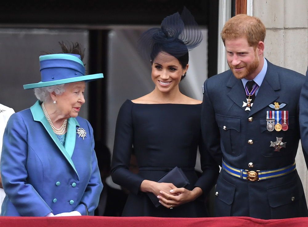 Karaliene Elizabete II, Megana Mārkla un princis Harijs.