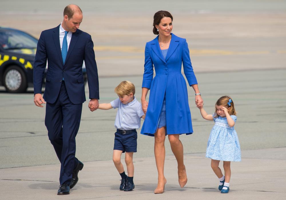 Princis Viljams ar sievu Keitu Midltoni un abu vecākajiem bērniem – princi Džordžu un princesi Šarloti.