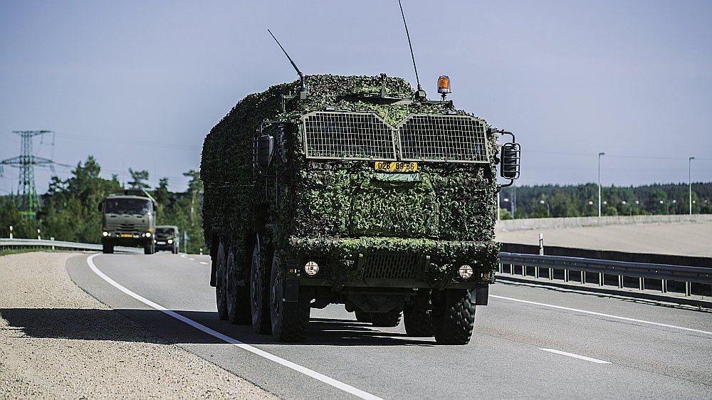 Uz mācībām ierodas sabiedroto spēku karavīri un militārā tehnika.