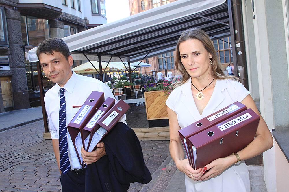 """""""Mēs vienmēr esam iestājušies par latvisku Latviju. Tā tas būs arī šajās vēlēšanās un vienmēr,"""" teica Edvīns Šnore, kurš kopā ar NA Latgales saraksta kandidāti Mariku Zeimuli iesniedza partijas kandidātu sarakstu CVK. Viņš arī prognozēja, ka 13. Saeimas vēlēšanās NA izdosies iegūt vairāk deputātu mandātu par pašreizējiem sešpadsmit."""