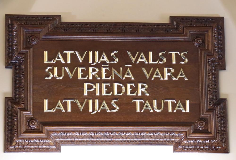 Satversmes pants Saeimas sēžu zālē. Foto – LETA