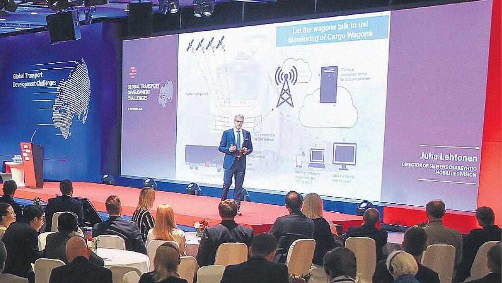 """Somijā izmanto elektrificētas lokomotīves, kravas iekrauj automatizēti un dokumentācija ir digitalizēta, stāsta """"Siemens Mobility Oy"""" izpilddirektors Somijā un Baltijā Juha Lehtonens."""