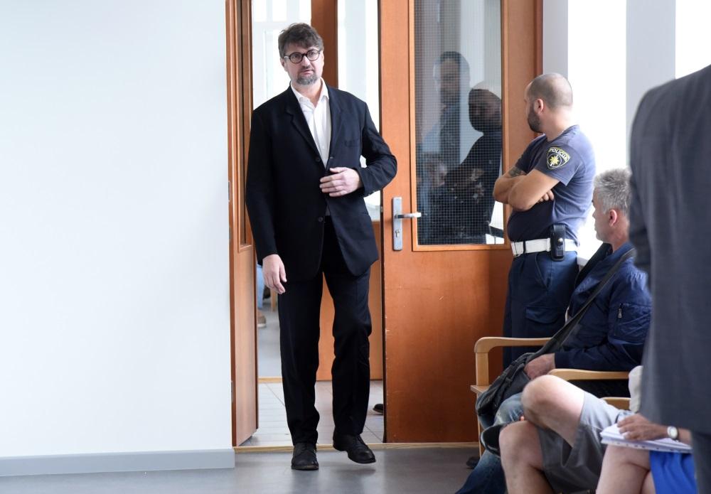 Ēriks Stendzenieks ierodas tiesā, kur skatīs krimināllietu saistībā ar narkotiku nelegālu apriti, 10.09.2018.