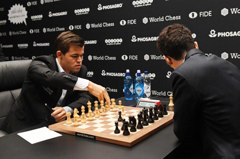 Magnus Karlsen (left) and Fabian Carouana in the chessboard.