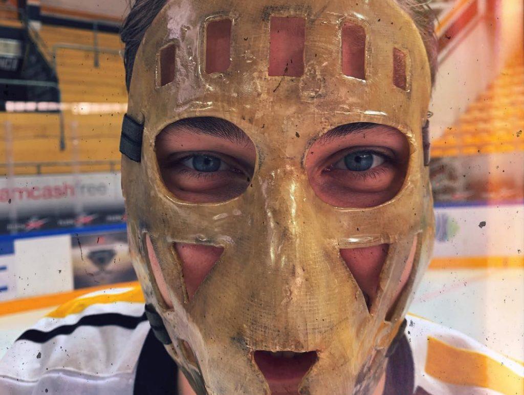 """Elvis Merzļikins """"Lugano"""" komandas leģendas Alfio Molinas maskā. Kolumbusā viņam būs ļoti moderna un vietējos fanus iepriecinoša """"ķivere""""."""