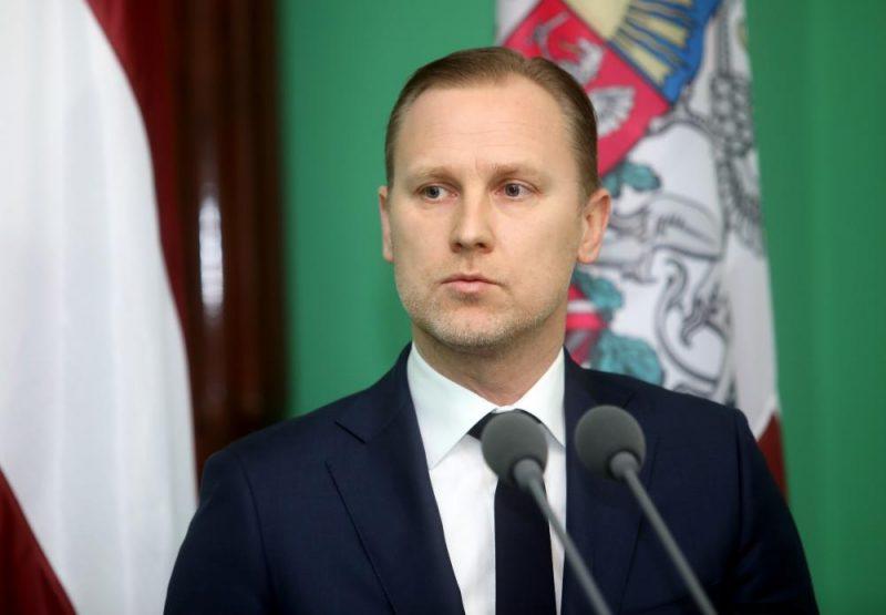 """Partijas """"KPV LV"""" prezidenta amata kandidāts Aldis Gobzems atbild uz žurnālistu jautājumiem pēc Valsts prezidenta paziņojuma, ka valdības veidošanu tiek uzticēta viņam."""