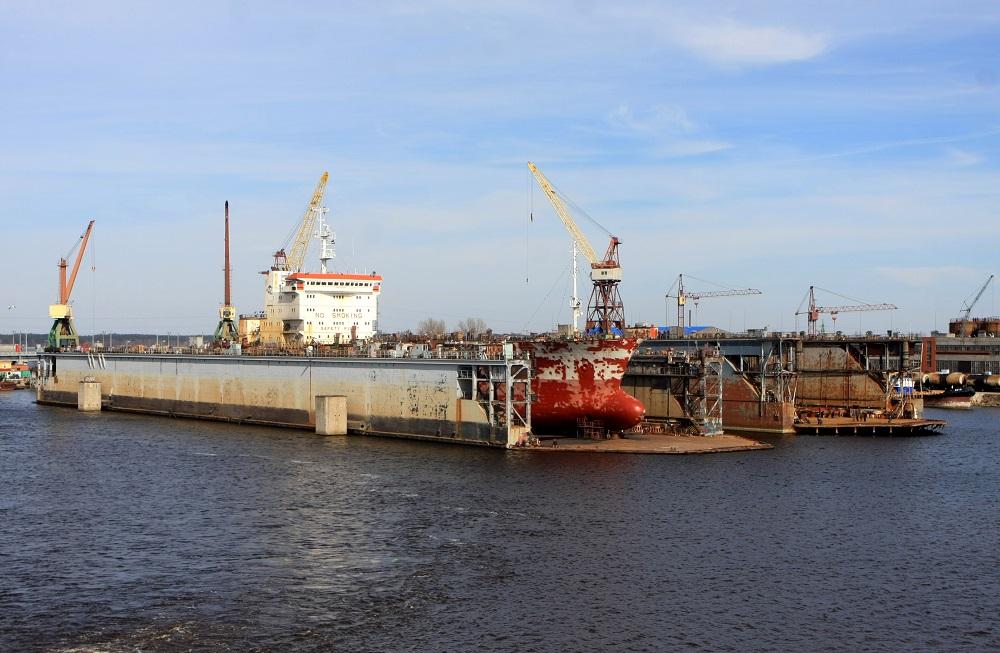 """Kuģu remonts """"Rīgas kuģu būvētavas"""" teritorijā."""