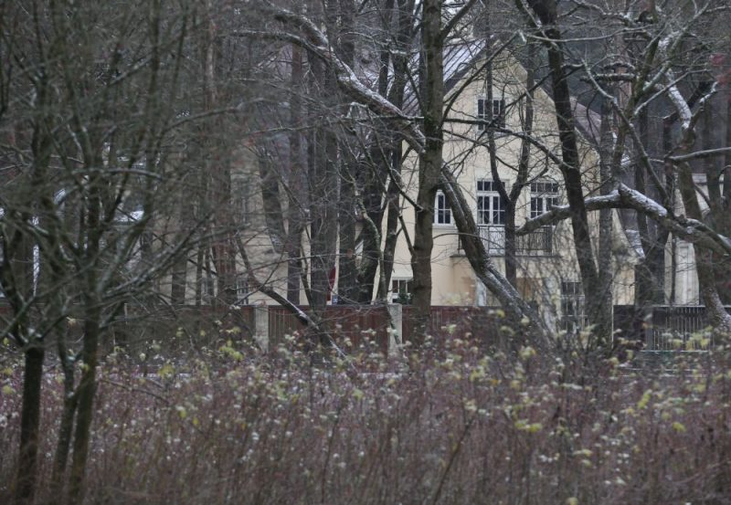 Priekšlikumu uz pusi samazināt aprēķināto nekustamā īpašuma nodokli Rīgas dome pat neskatīja.
