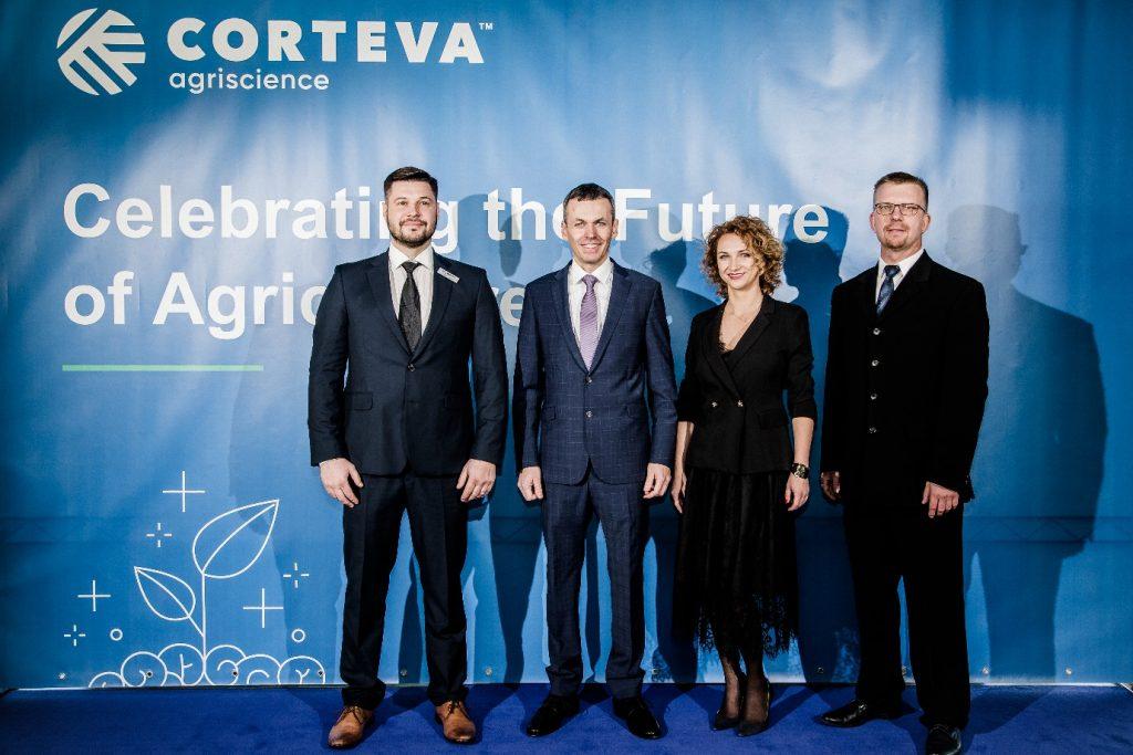 """""""Corteva Agriscience"""" pārstāvji Baltijas valstīs, no kreisās: Vitoldas Kievisas, Algis Čižauskas, Ingrida Kazlauskaite, un Zigmunds Kalniņš"""