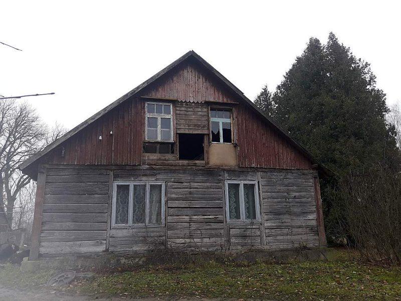 Jaunais saimnieks mājas līdzināšot nost līdz ar zemi, jo tās pārāk daudz negāciju uzkrājušas.