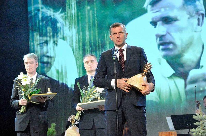 """Madars Kalniņš pērn konkursā saņēma galveno balvu – lielo """"Zelta čiekuru""""."""