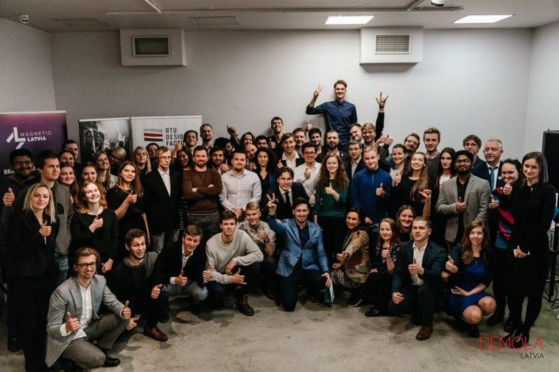 """Licencējot projektā """"Demola Latvia"""" izstrādātos uzņēmumu problēmsituāciju risinājumus, studenti piesaista 17 000 eiro."""