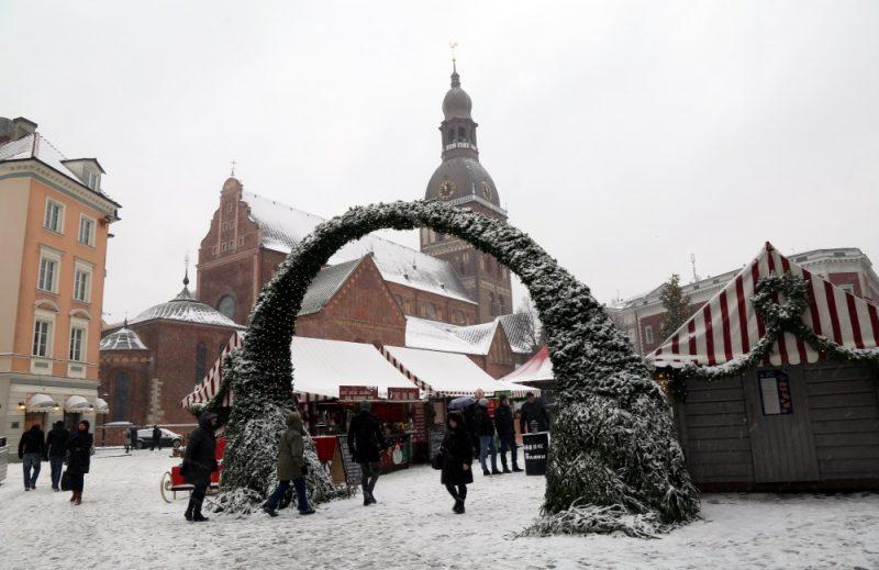 Ziemassvētku tirdziņš Doma laukumā.