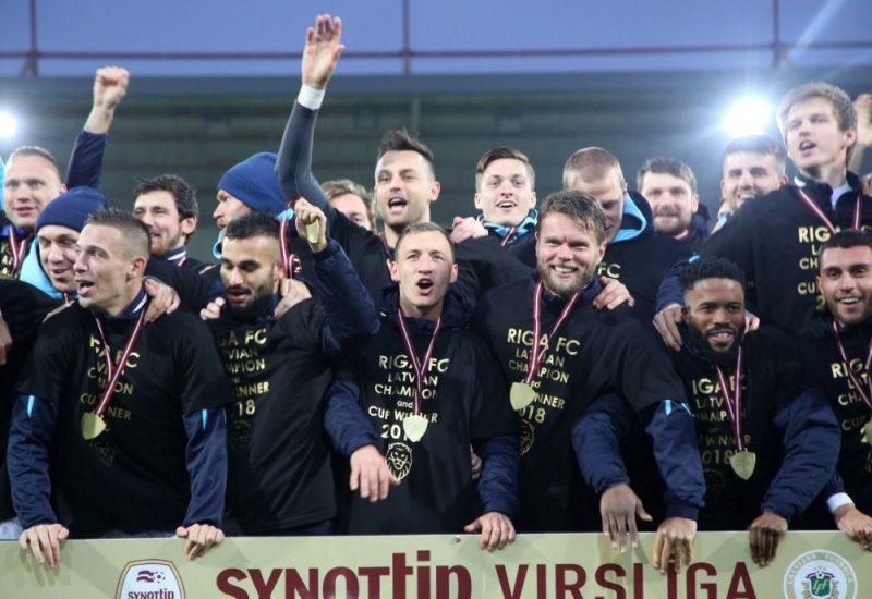 """""""Riga"""" futbolisti šogad kļuva par Latvijas čempioniem, bet futbols pētījumā atzīts par populārāko sporta veidu Latvijā."""