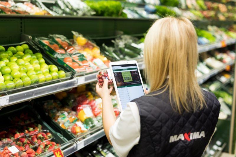 """""""Maxima Latvija"""" divos veikalos uzsāk pilotprojektu un ievieš inteliģentus digitālus risinājumus, kas palīdz savlaicīgāk identificēt pārtikas produktus, kam tuvojas derīguma termiņa beigas."""