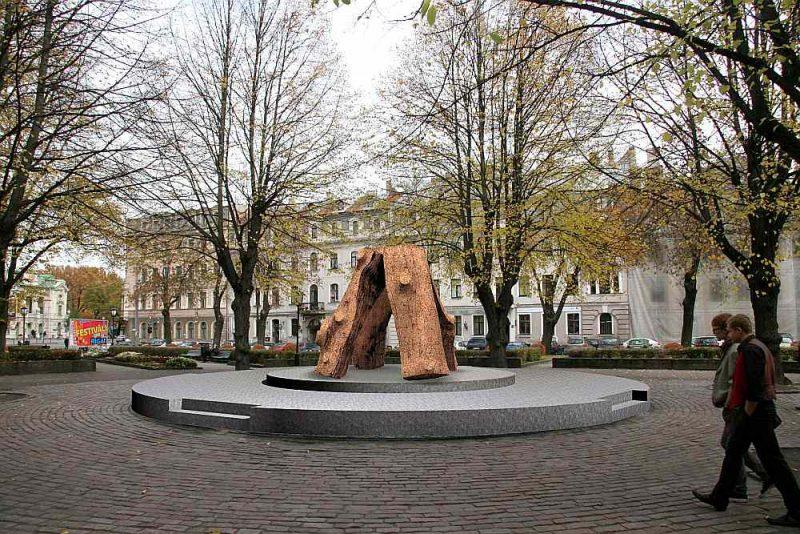 """Ojāra Feldberga piedāvātā skulptūra """"Ugunskurs""""."""