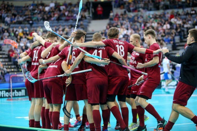 Latvijas florbola izlase priecājas par gūtiem vārtiem pret Slovākiju.