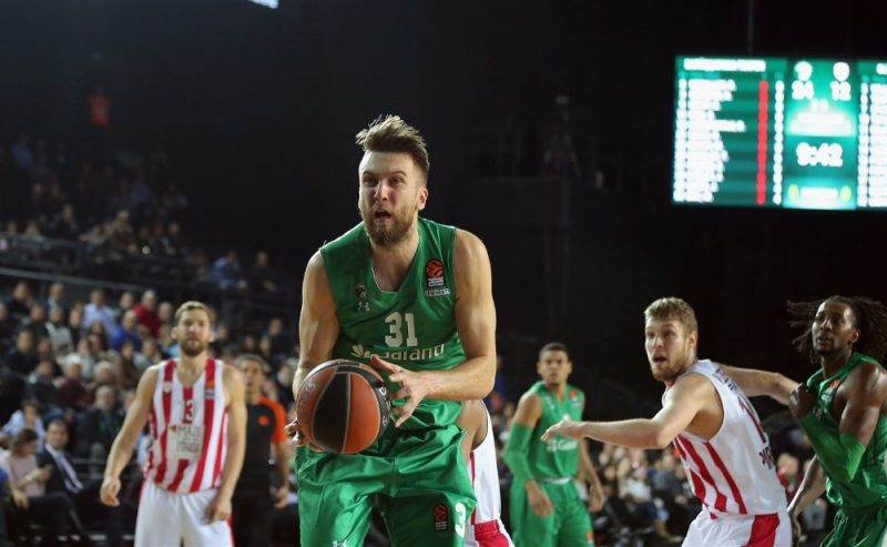 "Žanis Peiners spēlē pret Pireju ""Olympiakos""."