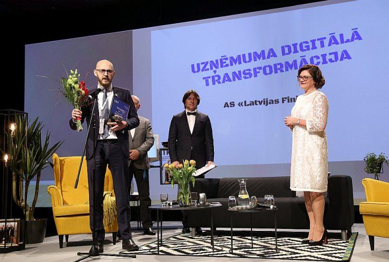 """Kategorijā """"Labākā uzņēmuma digitālā transformācija"""" triumfēja """"Latvijas Finieris"""" ar savu jauno uzņēmuma ražošanas uzskaites un plānošanas procesu digitalizācijas projektu."""