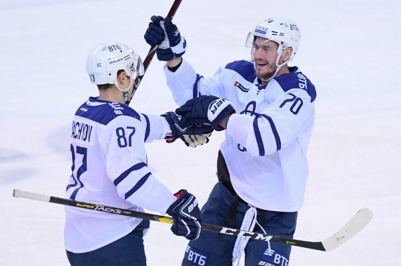 Miks Indrašis (no labās) un Vadims Šipačovs priecājas par gūtajiem vārtiem.