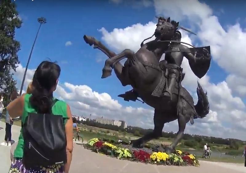 Brīvības karavīra skulptūra Kauņā.