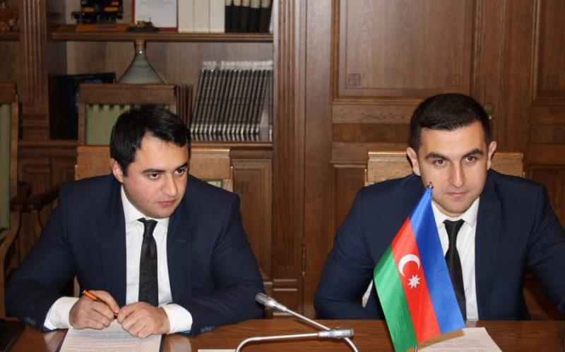 """Uzņēmuma """"Azerbaidžānas dzelzceļš"""" pārstāvji tikšanās laikā."""
