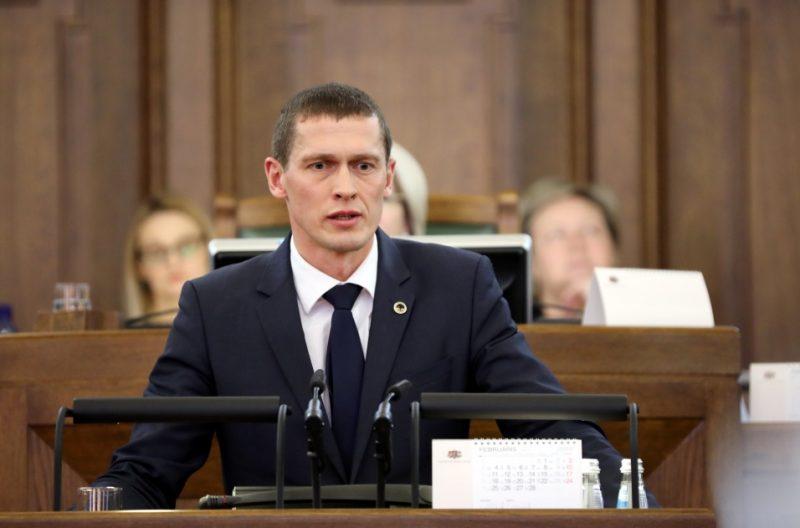 Saeimas deputāts Juris Jurašs uzstājas debatēs Saeimas sēdē, 31.01.2019.