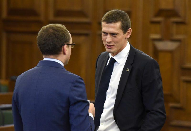 Saeimas deputāts Juris Jurašs pirms Saeimas sēdes.