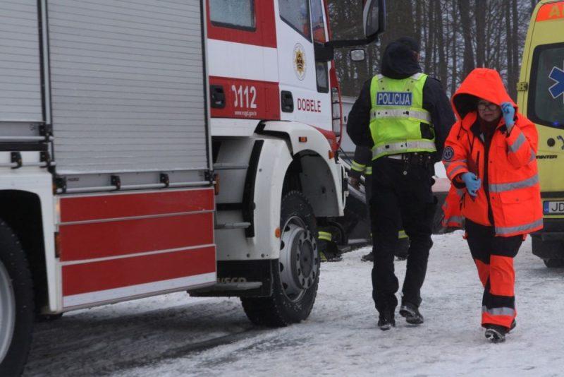 Pie Pienavas uz Liepājas šosejas šo trešdien notika autobusa avārija – tas iegāzās grāvī, cieta vairāki cilvēki, 02.01.2019.