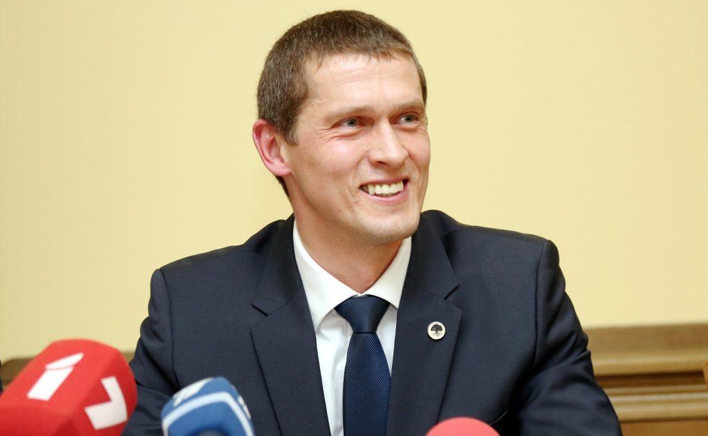 Jaunās konservatīvās partijas valdes loceklis Juris Jurašs piedalās preses konferencē, kurā skaidro pret viņu sāktā kriminālprocesa saistībā ar valsts noslēpuma izpaušanu apstākļus.