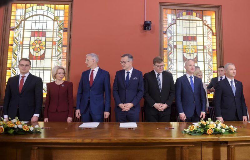 Ministru prezidenta amata kandidāta Krišjāņa Kariņa topošās valdības partneri paraksta koalīcijas sadarbības līgumu, valdības deklarāciju un fiskālās disciplīnas līgumu.