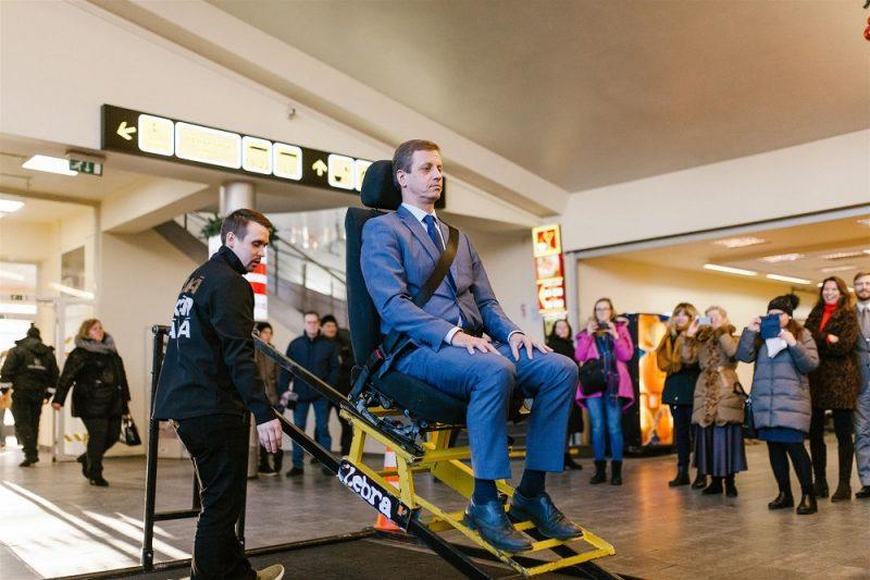 Brauciena laikā ar autobusu piesprādzējas 56% Latvijas iedzīvotāju.