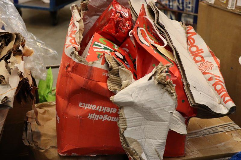 """""""Latvijas Pasts"""" bojātā veidā saņēmis gandrīz 80 avioceļā piegādātu pasta sūtījumu no Nīderlandes. Vairāki saņemto sūtījumu maisi ir pilnībā samirkuši, bet citi – pat izjukuši, tāpēc daļai no tiem nav iespējams noteikt adresātus."""