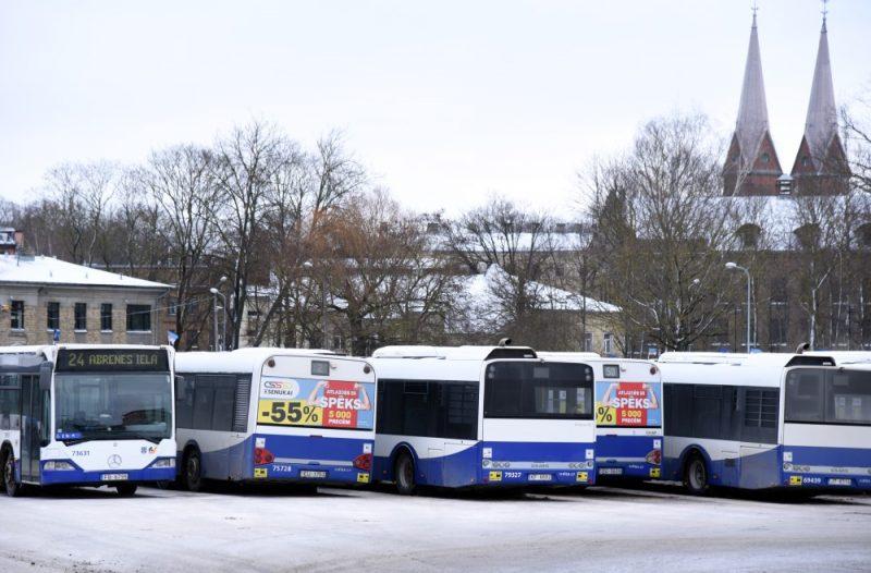Autobusi galapunktā Abrenes ielā, Rīgā.