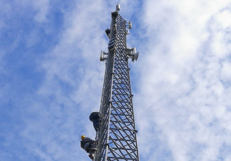 Mobilo sakaru tornis.