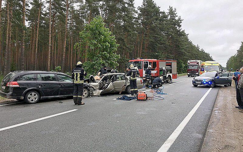2017. gada 13. jūnija avārijas vieta uz Rīgas–Ventspils ceļa netālu no Varkaļu kanāla.