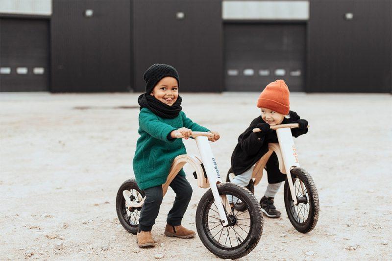 """Latvijā ražotais bērnu līdzsvara divritenis """"leg&go""""."""