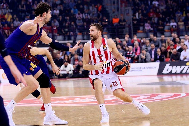 Jānis Strēlnieks (ar bumbu) traumas dēļ šosezon vairs nespēlēs, bet viņa pārstāvēto klubu var izslēgt no Grieķijas čempionāta.