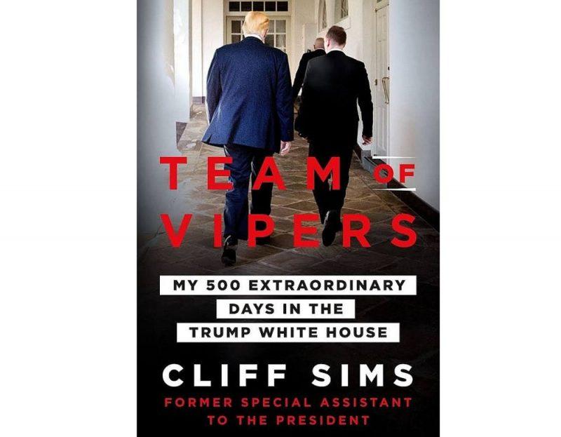"""Klifa Simsa vēstījums par """"Odžu komandu"""" Baltajā namā stāsta par varu un intrigām, aizmuguriskiem uzbrukumiem un drosmīgām uzvarām, kā arī sāpīgiem morāliem kompromisiem, kas skāruši viņu pašu."""