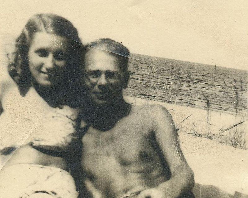 Vācu virsnieks Kristofs Štribnings un viņa Latvijas meitene. Okupācijas muzejs un vēsturnieks Oskars Gruziņš būtu pateicīgi, ja kāds varētu palīdzēt viņas identitātes noskaidrošanā.