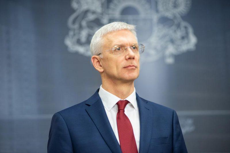 Krišjānis Kariņš un finanšu ministrs Jānis Reirs pēc ārkārtas valdības sēdes preses konferencē