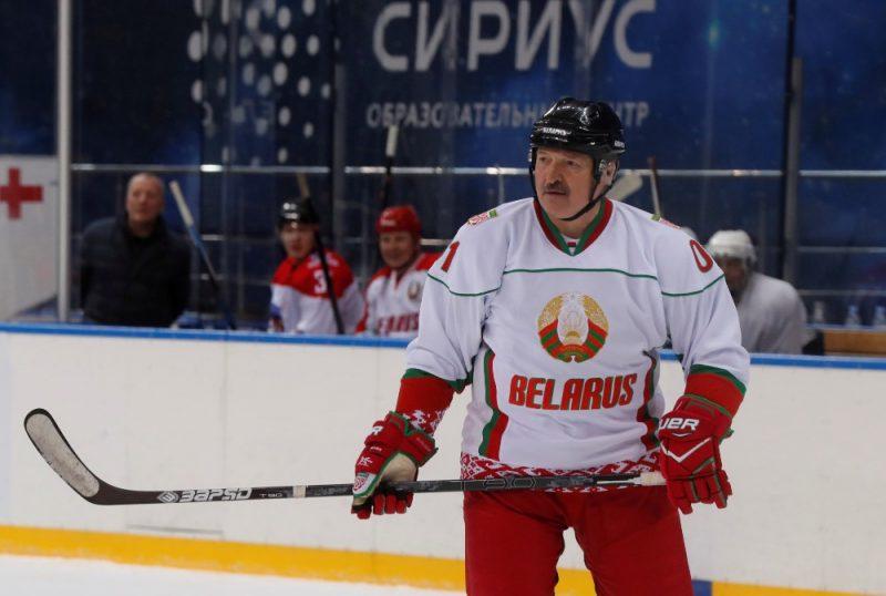 Kvēlais hokeja mīļotājs Aleksandrs Lukašenko kārtējo reizi kritiski izteicies par savas valsts hokejistiem.