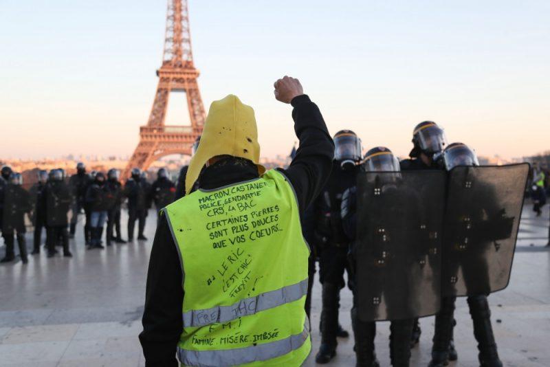 """""""Dzelteno vestu"""" protesti turpinās jau 15.nedēļu pēc kārtas, 23.02.2019."""
