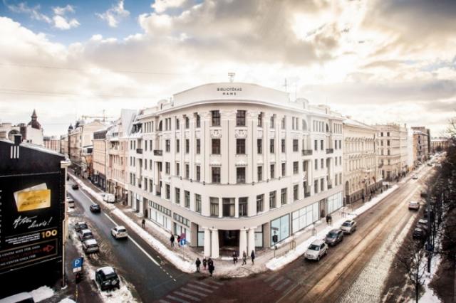 """Kādreizējā Latvijas Nacionālās bibliotēkas ēkā KrišjāņaBarona un Elizabetes ielas krustojumā izveidots jauns dzīvokļu projekts """"Bibliotēkas nams""""."""