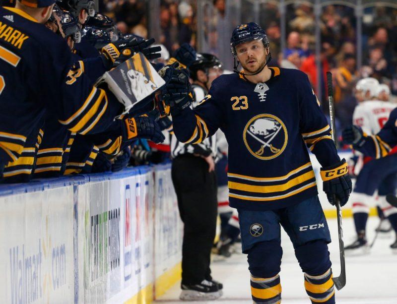 """Sabres"" hokejists Sems Reinhārts sestdien izcēlās ar ""hat trick""."