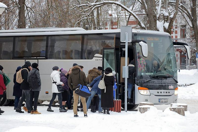 Iespējamie reisi, kuriem varētu samazināt dotācijas, ir arī Cēsis–Rīga un Cēsis–Valmiera.