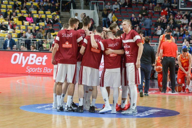 Latvijas basketbola izlase pēc neveiksmīgas spēles pirmās daļas bija kā dūre, atspēlēja lielu deficītu, bet beigās zaudēja spāņiem.