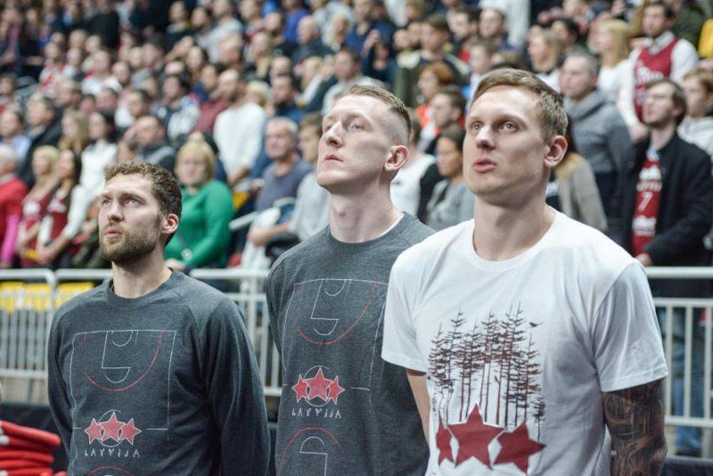 Jānis Strēlnieks (no kreisās), Rolands Šmits un Jānis Timma pirmdien būs Latvijas izlases rindās arī laukumā, ne tā malā.