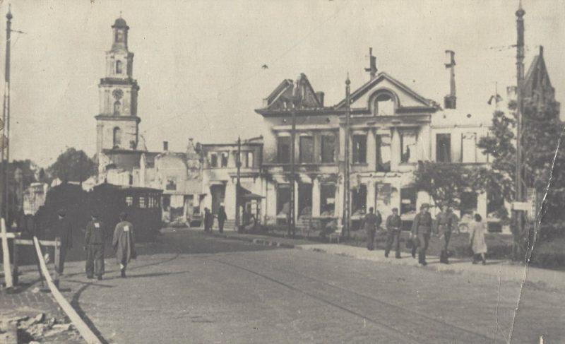 Ebreji Liepājas ielās.