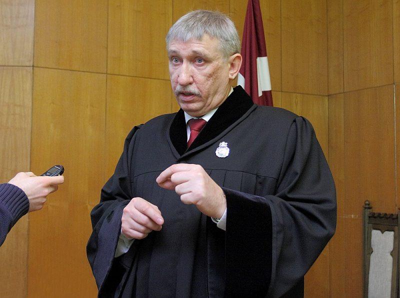 Lai politisko pārmaiņu gaisotnē ģenerālprokurors Ēriks Kalnmeiers nezaudētu darbu, viņu sargā prokuratūras likums.